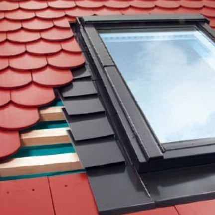 EPV/33 Fakro 78cm x 60cm Single Flashing For Plain Tiles Up To 15mm